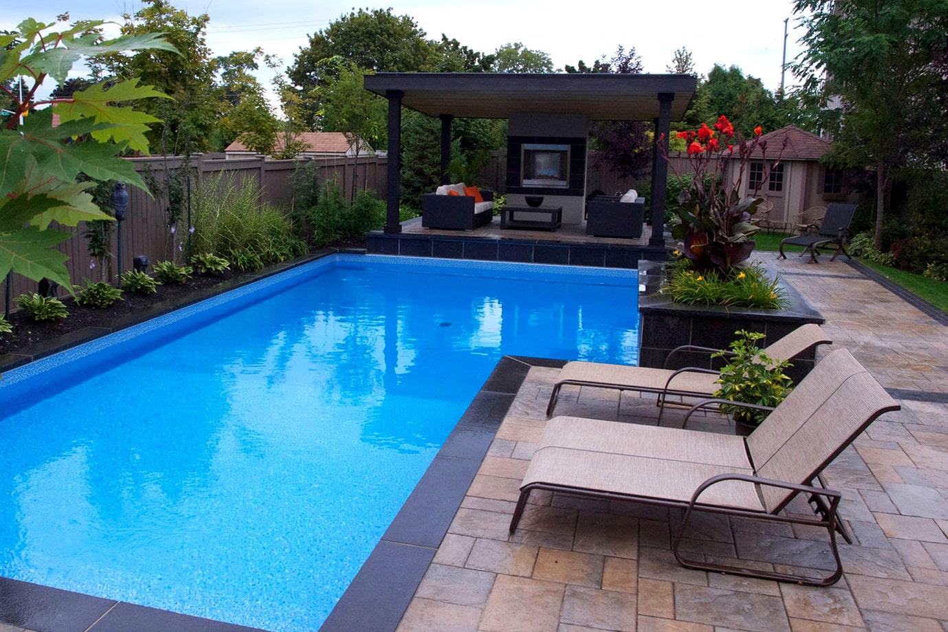 contour de piscine et spa paysagement qu bec. Black Bedroom Furniture Sets. Home Design Ideas